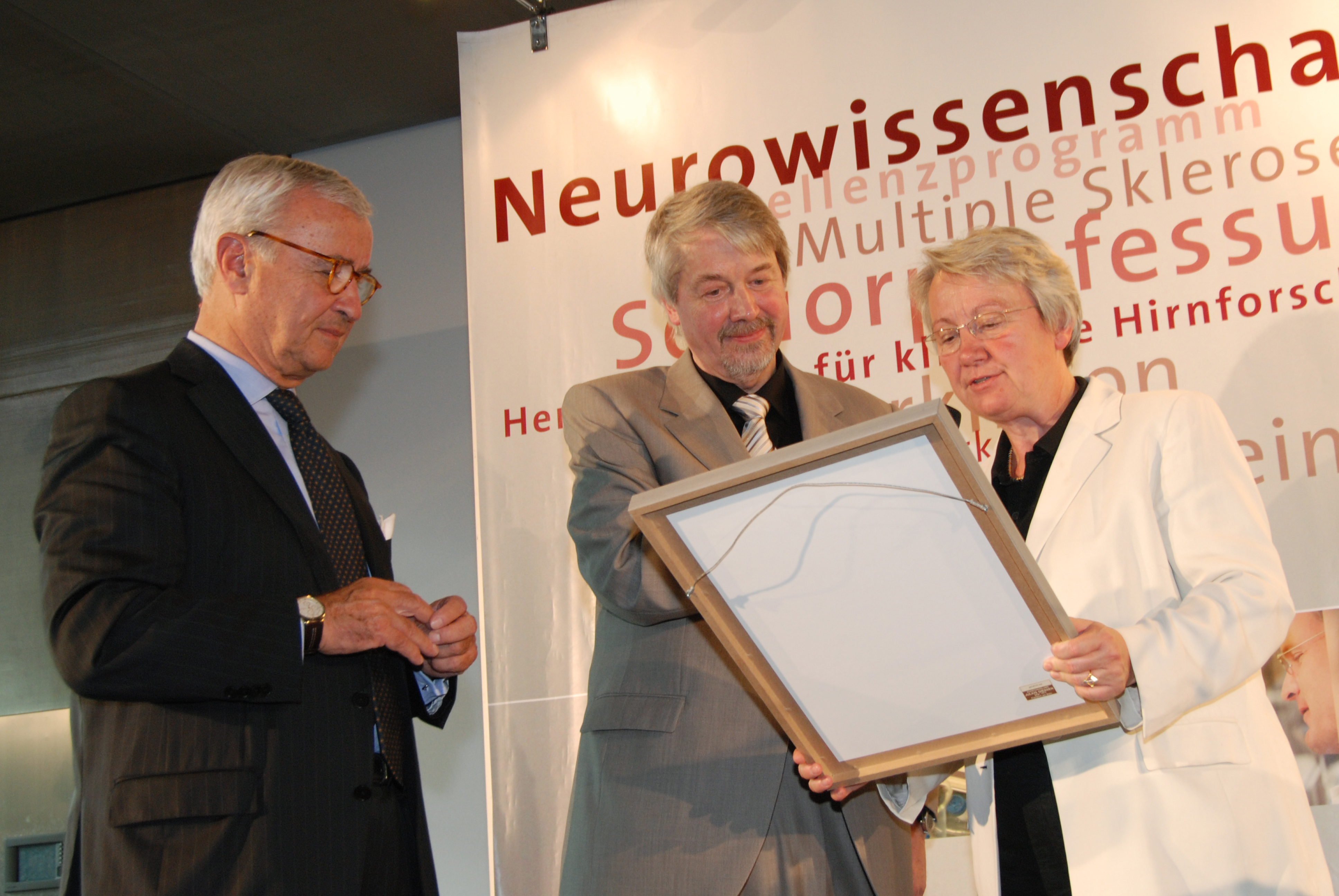 Dr. Schavan, Education and Research Minister of the Federal Republique, awards the 'Senior Research Professor Neurosciences 2008' of the non-proft Hertie Foundation to Dr. Lehmann-Horn.