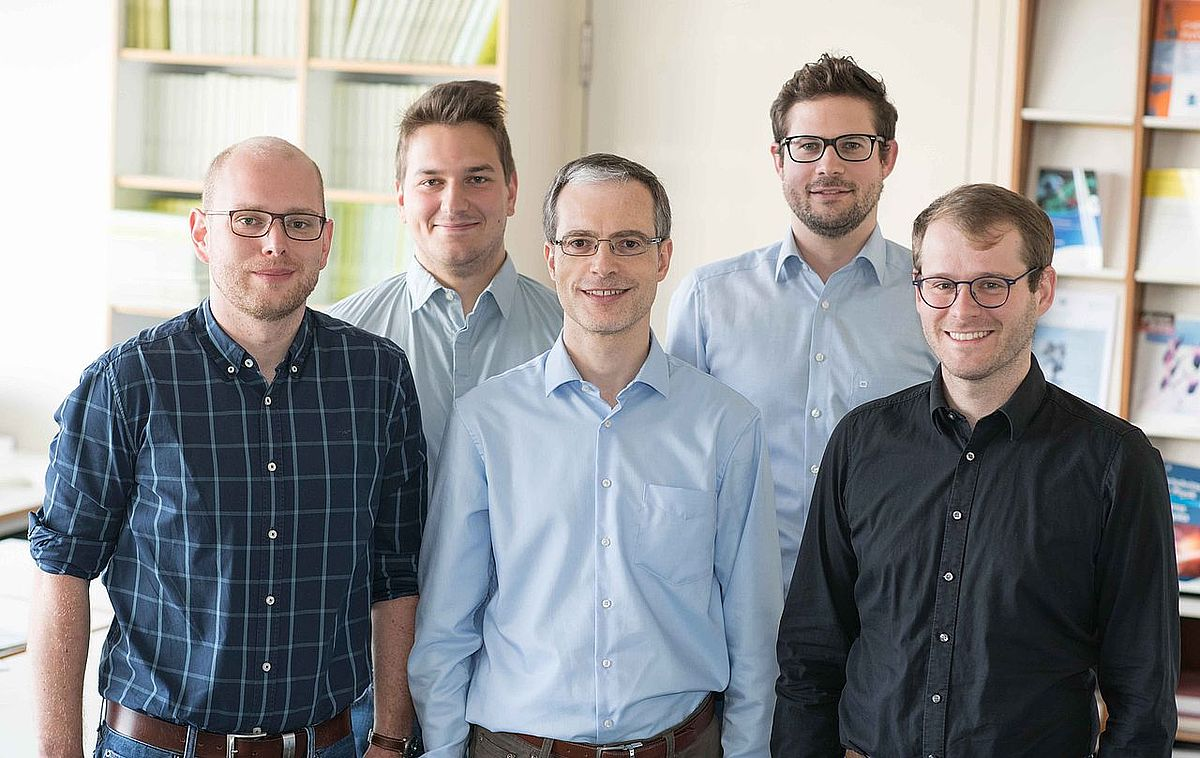 The physicists from Ulm who contributed to the publication (from left to right):... (photo: Eberhardt/Uni Ulm)