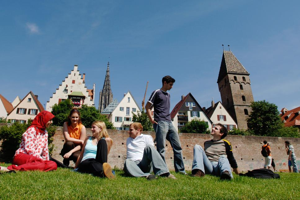 International Students in front of the old town wall of Ulm
