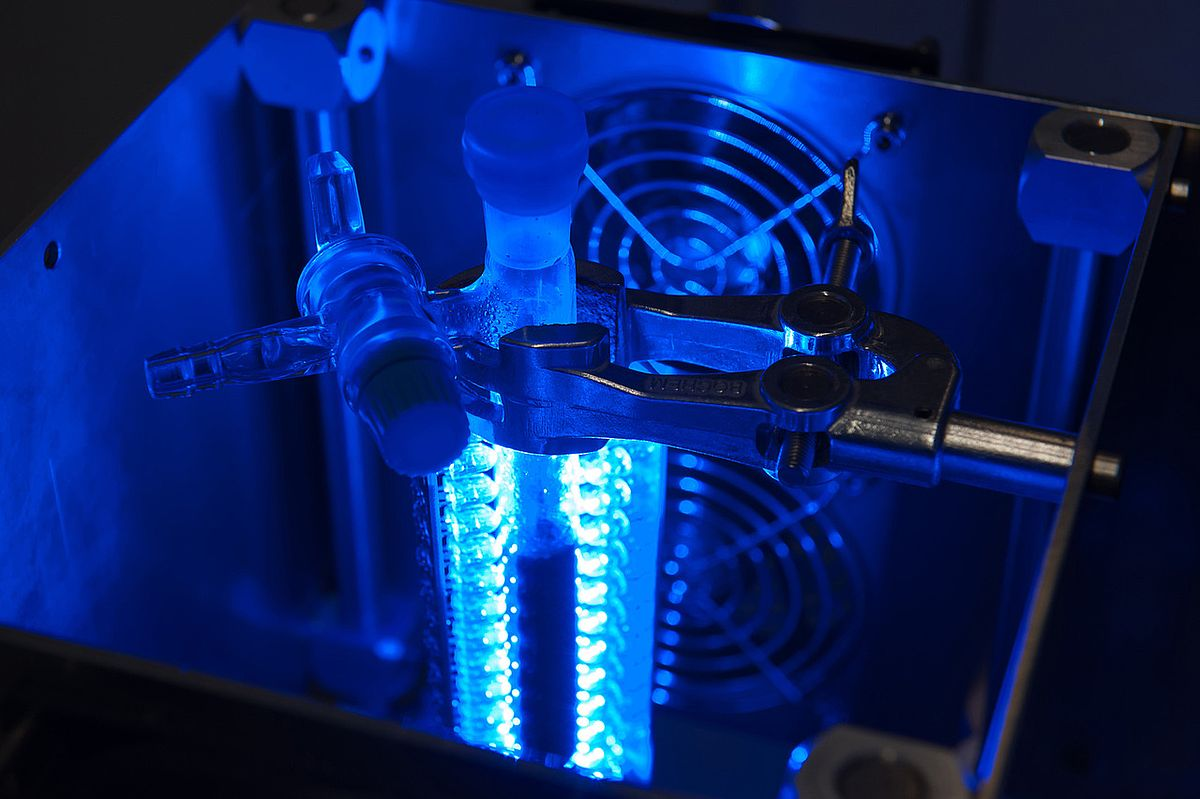 Light-driven catalysis experiments are conducted at Ulm University in this device.