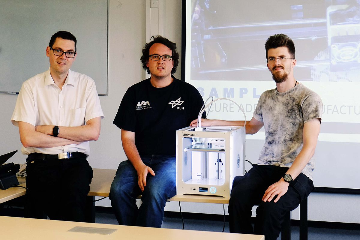 Prof Frank Kargl, head of the Institute of Distributed Systems, researches with his PhD students Felix Engelmann and Henning Kopp (left to right) on digital rights management in 3D printing (Photo: Institute of Distributed Systems)