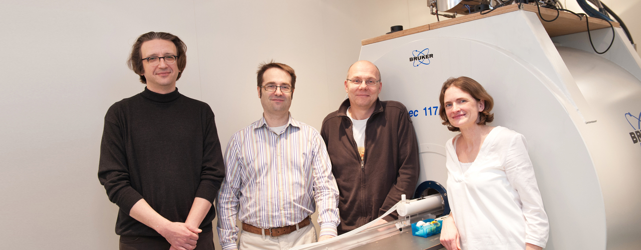 In the project HYPERDIAMOND, the BioQ group, consisting of Prof. Fedor Jelezko, Prof. Martin Plenio and Prof. Tanja Weil (1., 2., 4. from left to right) receive support from medical physics expert Prof. Volker Rasche