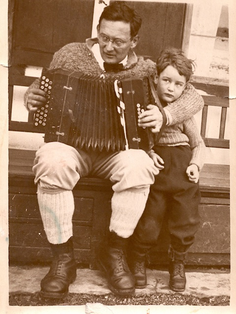 Mohr playing accordion in the Wolfsgrub with his daughter Eva